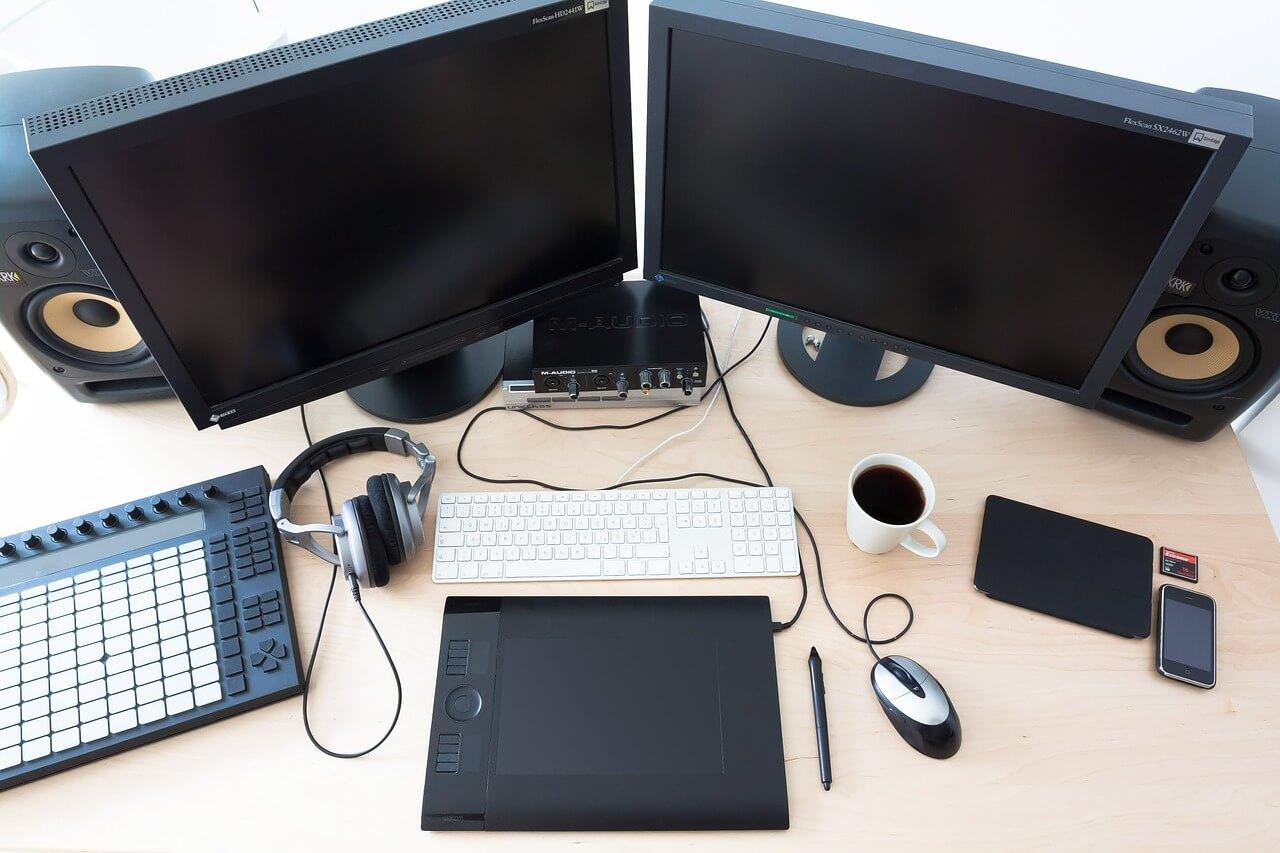 Eon Arbeitsplatz mit 2 Remote Desktop Arbeittsplätzen.